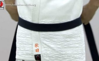 Colocando a faixa de Aikido